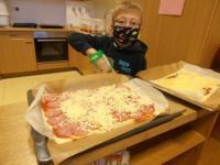 K640_2020-11-24_Pizza backen